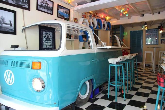 Quán bar phong cách xe cổ giữa trung tâm Sài Gòn