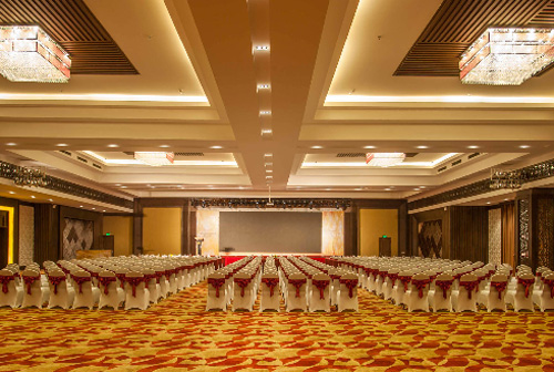 Phòng hội thảo lớn có sức chứa 1000 khách mời, có thể sắp xếp theo nhiều kiểu bàn khác nhau