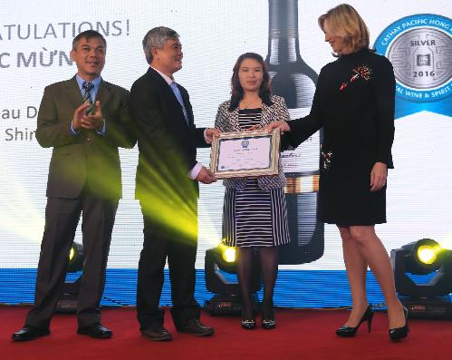 òng sản phẩm Chateau Dalat giành giải bạc cuộc thi vang quốc tế Cathay Pacific 2016.