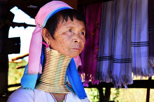 nhung-phu-nu-huou-cao-co-o-myanmar-1