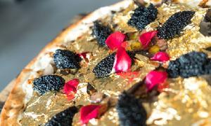 Pizza dát vàng giá 2.000 USD cho giới nhà giàu