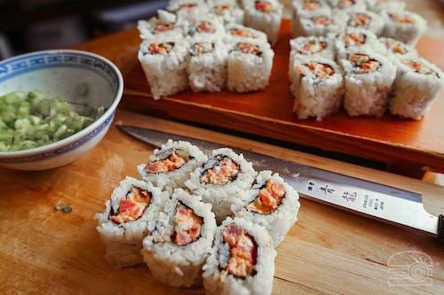 vi-sao-khong-nen-goi-com-cuon-ca-ngu-trong-nha-hang-sushi