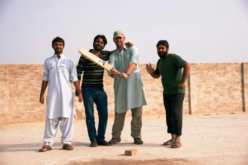 khach-tay-kho-xu-ben-chong-ho-khi-phuot-pakistan-1