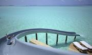 Đường trượt dẫn thẳng ra đại dương ở Maldives