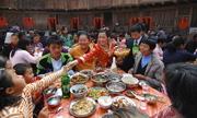 Khách Tây phát ngán đám cưới Trung Quốc vì ăn uống quá nhiều