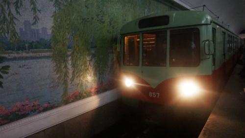 3. Tàu điện ngầm ở Triều Tiên.