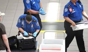 Nhân viên bốc xếp hàng hóa sân bay Mỹ trộm tiền của hành khách