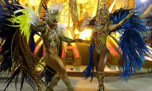 Vũ công khoe thân hình bốc lửa tại lễ hội Carnival 2017