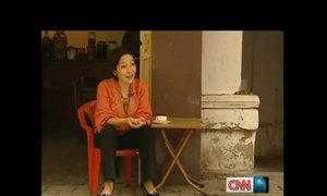 Mỹ Linh từng dẫn phóng viên CNN đi ăn quán vỉa hè Hà Nội
