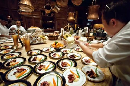 Người dân Hà Nội và du khách quốc tế sẽ có cơ hội thưởng thức hơn 1.000 món ăn và 200 loại nước uống đa dạng đến từ những tên tuổi lớn nhất trong nghành ẩm thực.