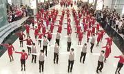 7 màn nhảy gây sốt của các hãng hàng không tại sân bay