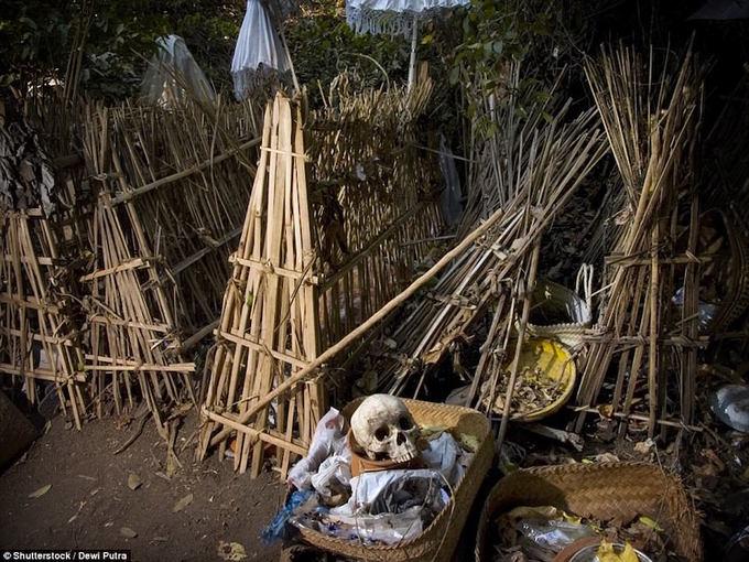 Phong tục mai táng người chết ám ảnh ở Bali