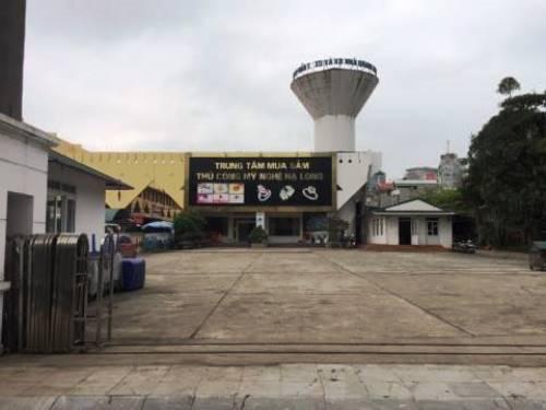 Một địa điểm chuyên bán hàng cho khách Trung Quốc bị dừng hoạt động. Ảnh: Minh Cương
