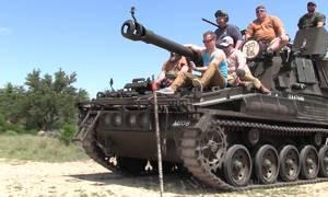 Công viên Mỹ cho khách lái xe tăng, bắn đạn thật