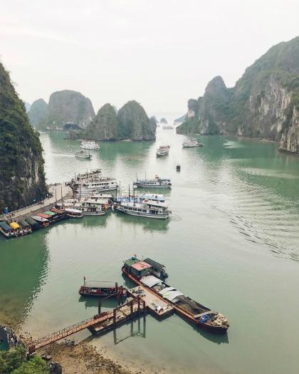 Vicky Klieber chia sẻ ảnh vịnh Hạ Long khi đến Việt Nam. Ảnh Instagram.