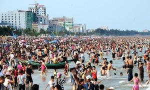 Các bãi biển khắp cả nước chật như nêm dịp nghỉ lễ