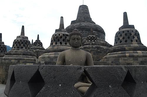Bức tượng Phật ở Borobudur. Ảnh: Phong Vinh