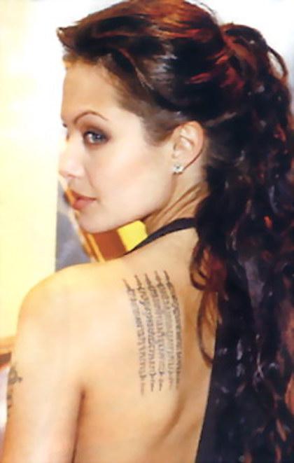 Angelina Jolie là người giúp loại hình xăm huyền thuật nổi tiếng ở các nước phương Tây. Ảnh: Guide to Thailand.
