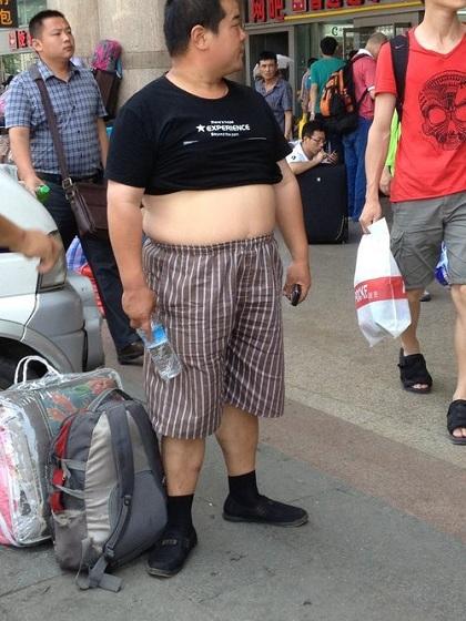 mot-bikini-cua-dan-ong-trung-quoc-khien-khach-tay-kho-chiu-6