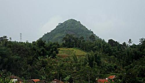 phong-tuc-quan-he-cung-nguoi-la-tren-nui-thieng-o-indonesia