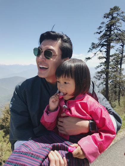 nguoi-mau-quang-dai-khong-tien-khong-internet-du-lich-bhutan