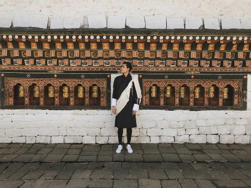 nguoi-mau-quang-dai-khong-tien-khong-internet-du-lich-bhutan-1