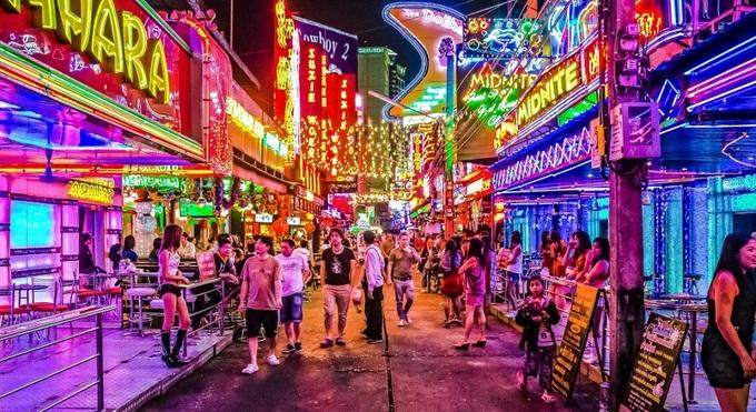 Đêm ở 'thiên đường sung sướng' Pattaya