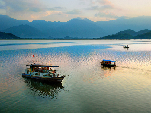 Vẻ đẹp của hồ Núi Cốc
