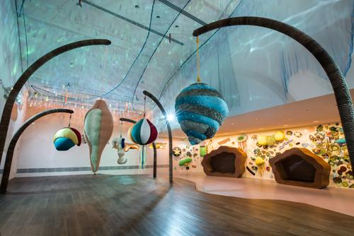 Ngoài ra, Trung tâm Giáo dục Nghệ thuật Keppel luôn có các chương trình thú vị học-và-chơi dành cho gia đình trong suốt cả năm. Cha mẹ có thể tham khảo lịch của các chương trình này tại trang thông tin trực tuyến của National Gallery Singapore. Giá vé: miễn phí. Địa chỉ: National Gallery Singapore - 1 St. Andrews Road Singapore 178957