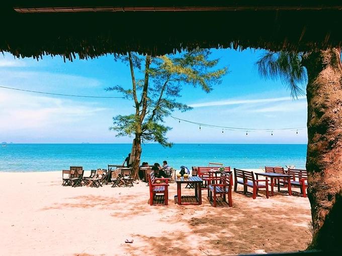 Bãi Đông - điểm đến mới nổi hút khách ở Thanh Hóa