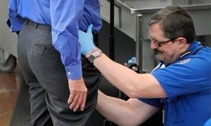 Nhân viên an ninh sân bay Mỹ bị bắt vì trộm tiền của khách
