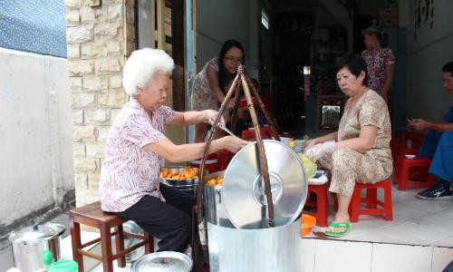 Ba quán ăn chỉ bán trong vòng một giờ ở Sài Gòn