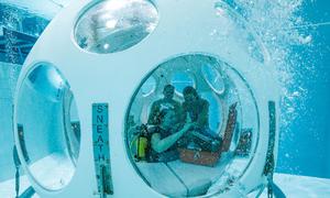 Thực khách thích thú với nhà hàng dưới đáy bể bơi