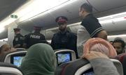 Hành khách bị bắt vì thủ dâm trên máy bay