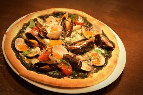 pizza-hai-san-dat-vang-gia-hon-500000-dong-o-singapore
