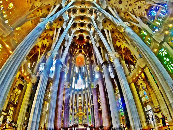 Nhà thờ Sagrada Familia - kiệt tác của kẻ điên hay thiên tài?
