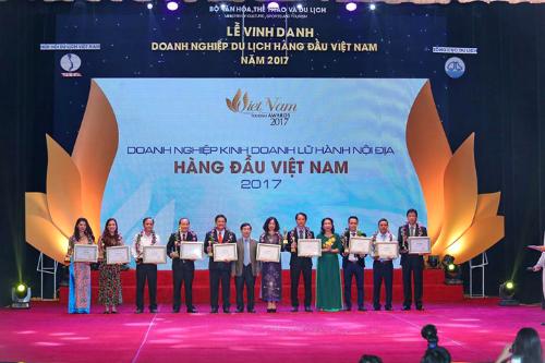 du-lich-viet-uu-dai-dip-nhan-giai-thuong-du-lich-viet-nam-2017