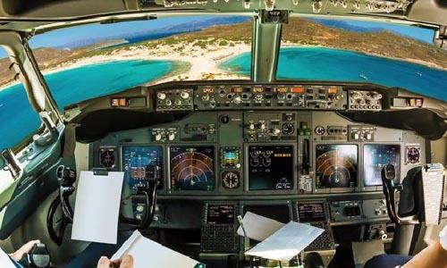 Phi công thường làm gì trong buồng lái khi đang bay