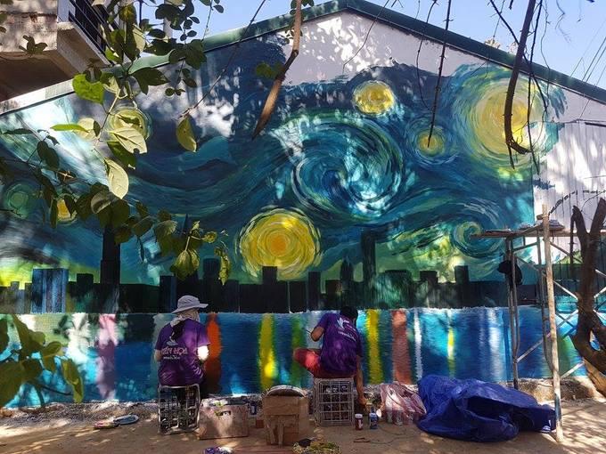 Làng tranh tường phát sáng trong đêm đầu tiên ở Việt Nam