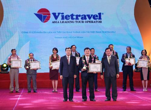 vietravel-thang-lon-tai-giai-thuong-du-lich-viet-nam-2017-1