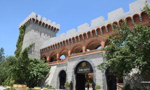 Lâu đài chứa hơn 20.000 chai rượu vang ở Phan Thiết