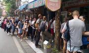 Những tiệm bánh mì khách nước ngoài xếp hàng chờ đến lượt