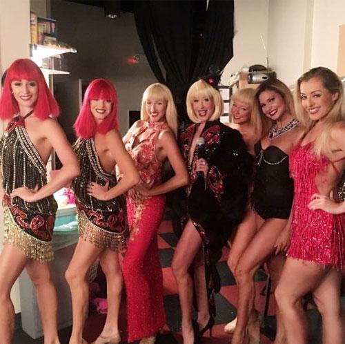 Crazy Girls - những cô gái ngực trần nóng nhất màn đêm Las Vegas