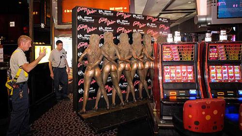 crazy-girls-nhung-co-gai-nguc-tran-nong-nhat-man-dem-las-vegas-5