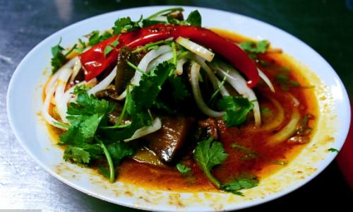 Món cà ri dê ở quán Bảy Hồng này được báo Mỹ mệnh danh là đệ nhất cà ri dê Sài Gòn. Ảnh: Phong Vinh