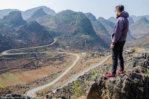 Đường đèo ở Hà Giang quanh co, hiểm trở thế, nhưng cũng đẹp mê hồn.