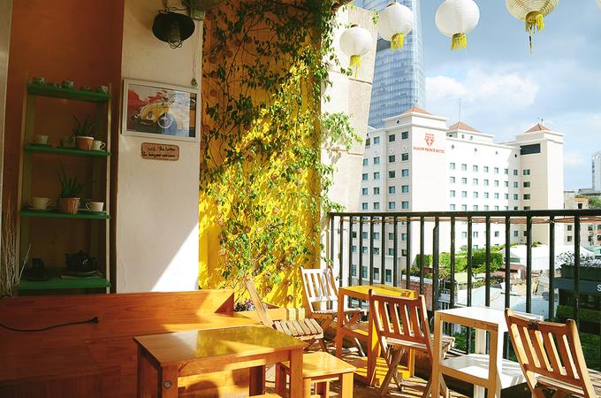 Góc cà phê lãng mạn cho người thích đồ gốm Nhật Bản