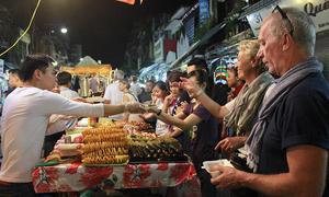 Với 1 USD, khách Tây mua được gì ở Việt Nam?