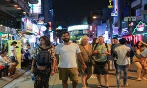 Khách Tây phàn nàn nạn 'chặt chém', đeo bám tại Sài Gòn