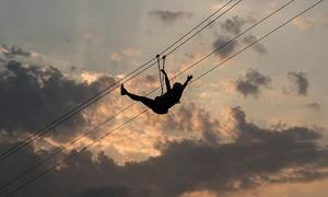 Dây zipline dài nhất thế giới sắp mở tại Ả Rập